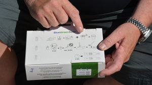 Det finns klara instruktioner för hur snabbtestet ska genomföras på lådan.