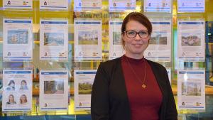 Försäljningschef Michelle Jaatinen vid habita i Söderkulla, Sibbo