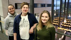 Lina Smedlund, Daniel Tallberg och Dora Lagerspetz på Arcada.