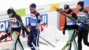 Finlands kvartett i målområdet efter herrstafetten.