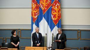 Riksdagens generalsekreterare Maija-Leena Paavola, talman Antti Rinne och president Sauli Niinistö öppnade riksmötet.