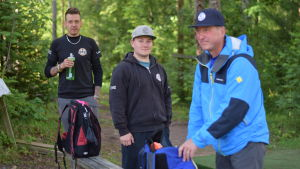 Joni Lipponen, Emil Fagerström och Ari Dufvelin - alla aktiva frisbeegolfare inom föreringen Raaseporin Korilla.
