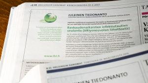 Lähikuva THL:n sanomalehdessä julkaistusta julkisesta tiedonannosta.