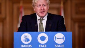 Boris Johnson talar om nya restriktioner 12.10.2020