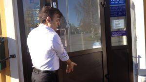 Dörren till Roohanis restaurang har smetats ner med majonnäs.