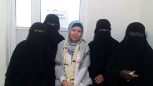 Sjukskötaren Anna Zahn med lokala kolleger på sjukhuset i Abs i Jemen.