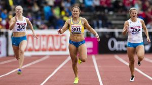 Aino Pulkkinen, Elin Östlund och Hanna Wiss springer 200 meter, Sverigekampen 2017.