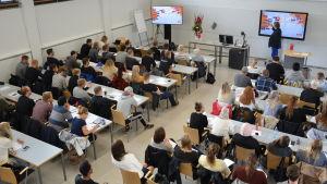 Anders Nilsson föresläser vid Yrkeshögskolan Novia i Åbo.