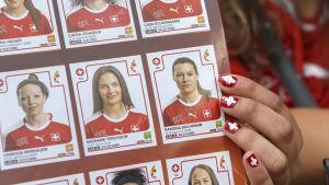 Under fjolårets EM-slutspel för damer såldes Panini-kort. Här det Schweiziska laget.