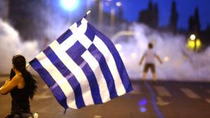 Protester utanför parlamentet i Aten.