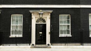 Ytterdörren till 10 Downing Street, den brittiska premiärministerns tjänstebostad.