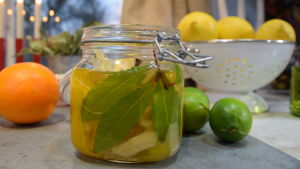 Glasburk med auberginesill med citrus och ingefära