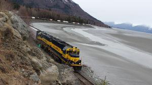 Junaseikkailija Chris Tarrant saapuu dokumenttisarjan uusissa jaksoissa Alaskaan.