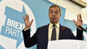 Brexit-puolueen johtaja Nigel Farage puhui vaalitilaisuudessa Walesissa Pontypoolin kaupungissa 8. marraskuuta.