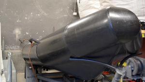 Närbild på Karis brandstations gummibåt.