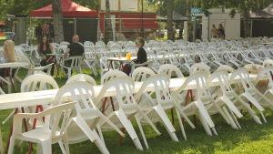 Stolar uppradade i Kuppisparken inför Aura Fest.