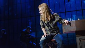 "Anna Victoria Eriksson som Meg Dawson i musikalen ""Det sista fartyget""."