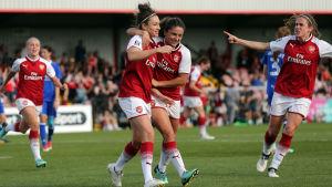 Jodie Taylor och Arsenals damlag firar mål