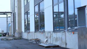 Del av framsidan av Fermions nya fabriksbyggnad i Hangö.