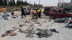 Förödelse efter självmordsattack i Quetta i Pakistan.