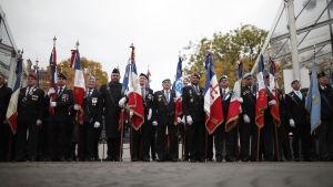 Veteranorganisationer på hundraårsjubileet för första världskrigets slut.