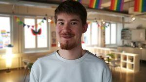 Mathias Uutela på Happi Pride i Sörnäs, Helsingfors. Hösten 2018.