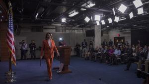 Nancy Pelosi är känd som en framgångsrik och viljestark taktiker i representanthuset där hon har suttit sedan år 1987