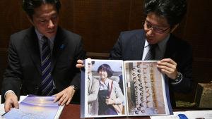 Kidnappade Megumis bröder håller upp foton av henne