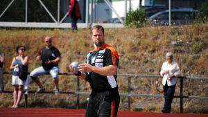 Tomas Söderlund gör sig klar för sin prestation.