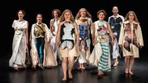 Performanskollektivet She She Pop som ingår i Hangö Teaterträff 2020