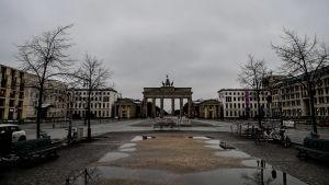 Tomma gator vid Pariser Platz i Tyskland i januari 2021.