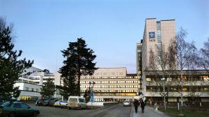 pereen yliopistollinen sairaala (TAYS) 1991 alkaen. Aiemmin Tampereen Keskussairaala, Tampereen yliopistollinen keskussairaala (TAYKS).