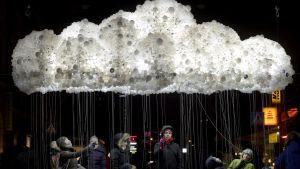 """Verket """"Cloud"""" i hörnet av Annegatan och Kalevagatan i Helsingfors"""
