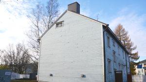 Rivning av hyreshuset i hörnet av Alexandersgatan och Sibeliusboulevarden i Borgå 03.11.17