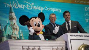 Musse Pigg och Disneys ledare Bob Iger på börsen i New York.