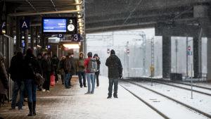 Junaliikenne, Ilmalan asema, rautatieasema, matkustajia, junamatkustajia, työmatka