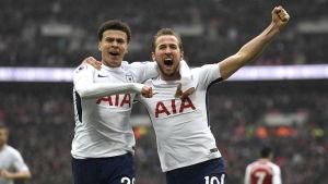Dele Alli och Harri Kane firar i matchen mot Arsenal.