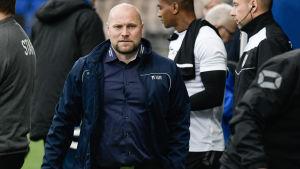 Tränaren Jari Åhmans PS Kemi har trotsat expertisen under de senaste åren.