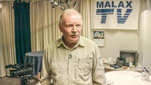 Håkan Jäntti står i Malax TV:s studio.