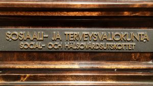 Social- och hälsovårdsutskottets dörr i riksdagen