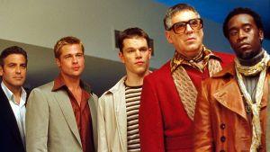 Bild på George Clooney, Brad Pitt, Matt Damon, Elliott Gould och Don Cheadle från filmen Ocean's Eleven.