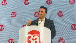 Makedoniens premiärminister Zoran Zaev höll en presskonferens sent på söndag kväll.