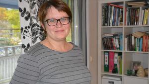Hanna West är mamma till en tonåring med ADHD. Hon är också aktiv i Vasanejdens ADHD-förening.