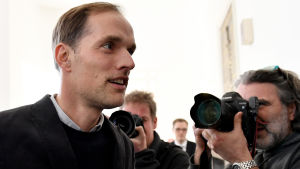 Borussia Dortmunds tidgare tränare Thomas Tuchel anländer till rätten som vittne, i Dortmund den 19 mars 2018.