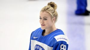 Ronja Savolainen spelar VM i Finlands färger.