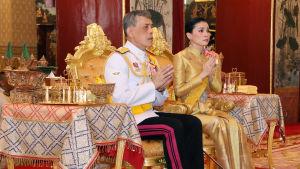 Thailands kung Maha Vajiralongkorn och hans fru.
