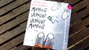 """Pärmen till Jolin Slottes och Heidi von Wrights bok """"Märkligt verkligt - verkligt märkligt""""."""