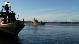 Marinens fartyg tar iland i Pansio i Åbo