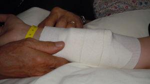 Bandage på arm.