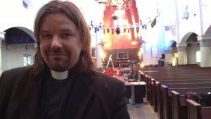 präst i Agricolakyrkan